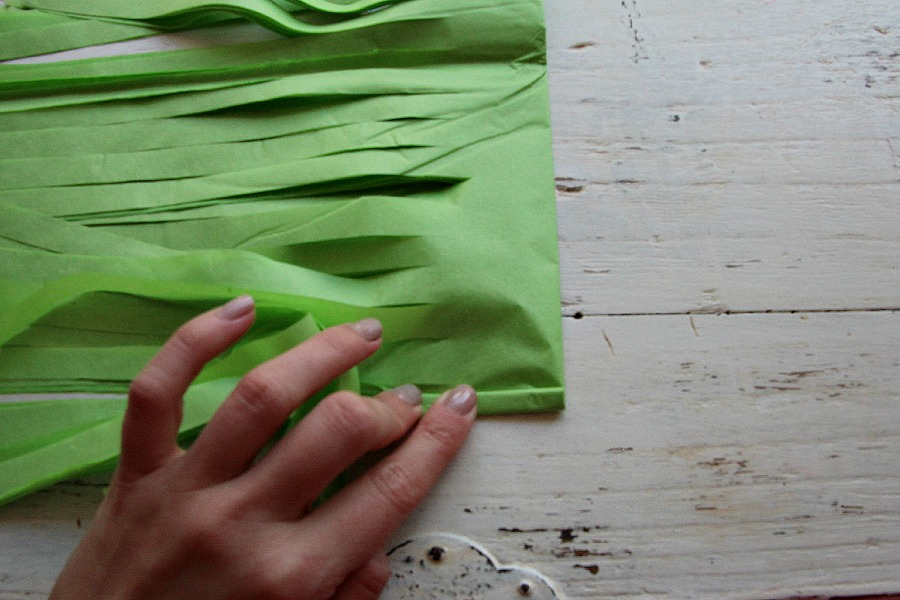 Tightly roll tissue paper