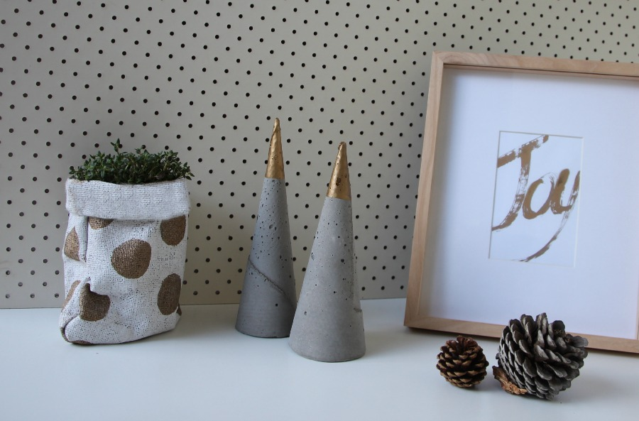 DIY hessian pot plant holder