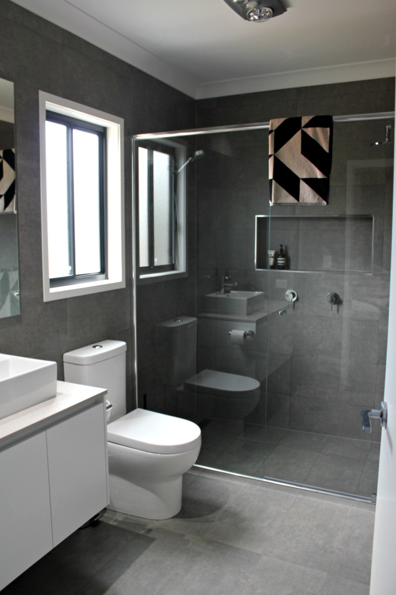 Real rooms katie and mitch 39 s bathroom ensuite and laundry Ensuite tile ideas pictures