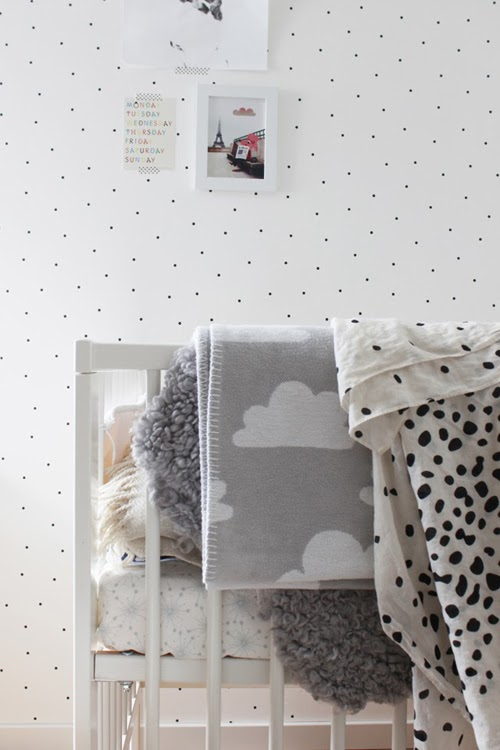 Monochromatic nursery via Hitta Hem