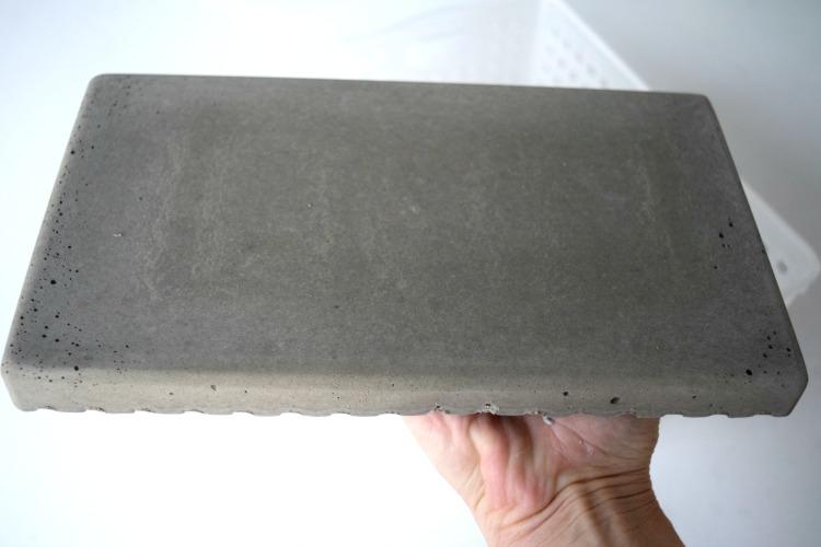 Remove concrete trivet