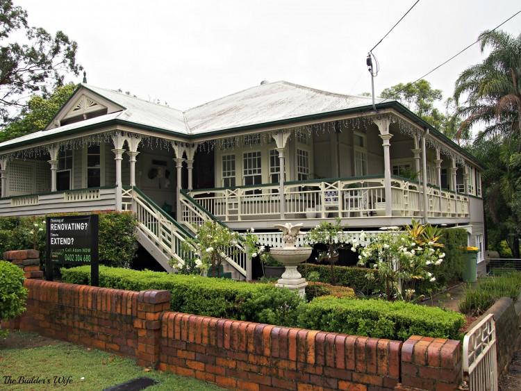 Home tour of nicole 39 s grand queenslander for Queenslander exterior colour schemes