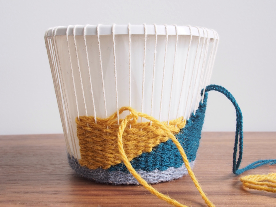 Alternate colours Woven planter cosy tutorial