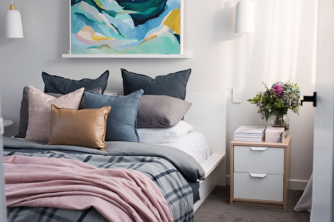 How To Style A Bed Like A Pro Bed Styling Tips And Tricks