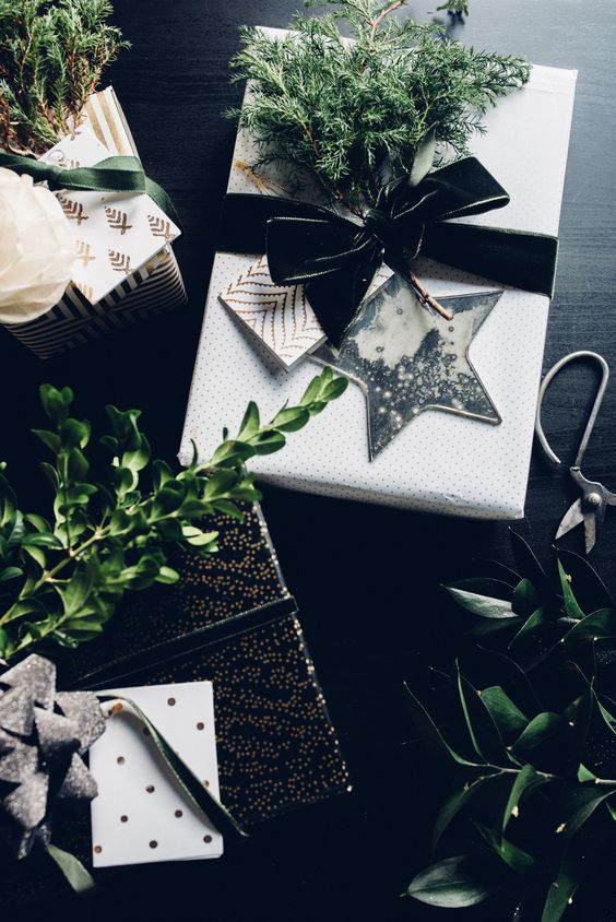 Black and white star gift wrap