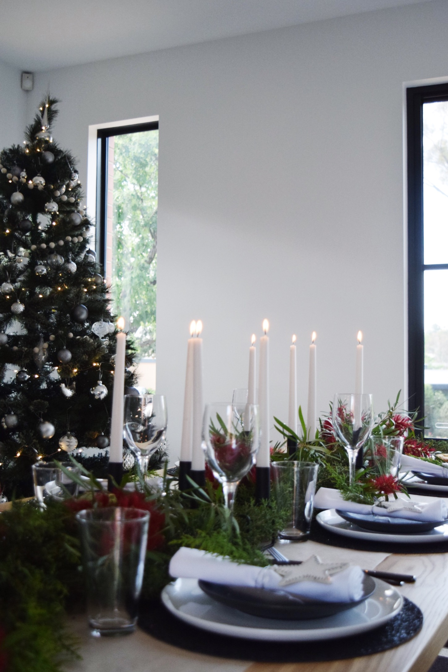 Black and white Christmas table styling