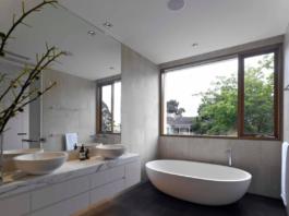 Warm and neutral bathroom