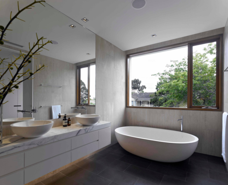 Warm and neutral bathroom