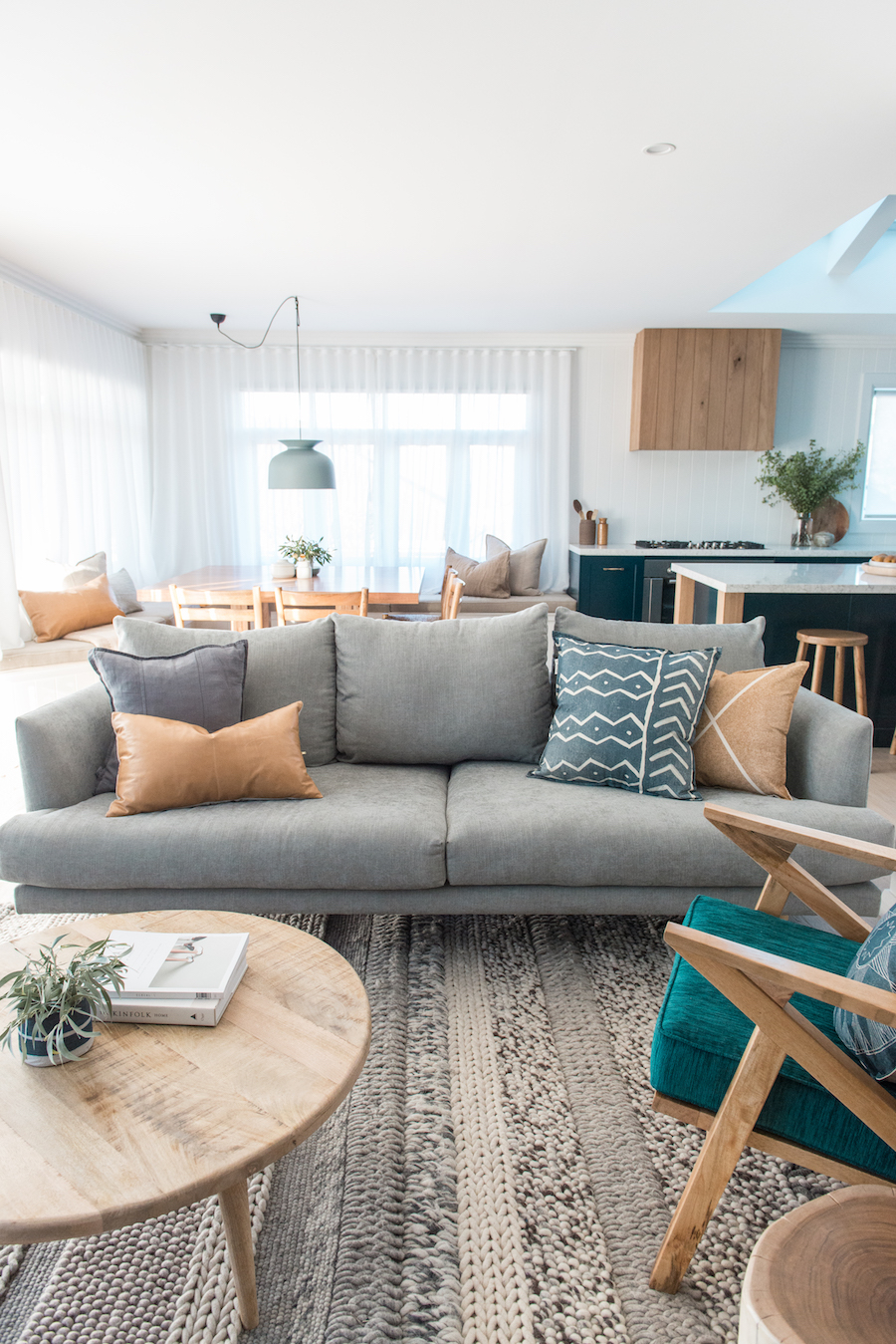 Blockstars kyal and kara transform a 1970 39 s shack into a - Pinterest interior design living room ...