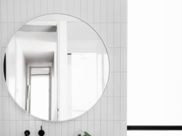 Round mirror in bathroom