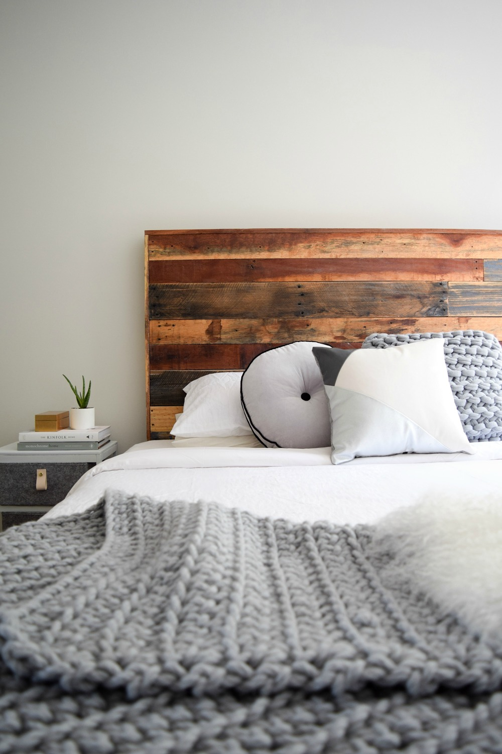 Soft grey white wall paint - STYLE CURATOR