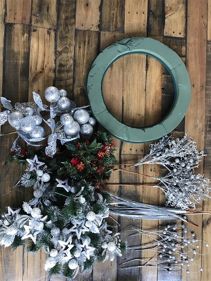 Make a modern Christmas wreath