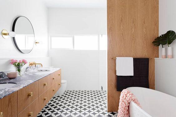 Encaustic floor tile