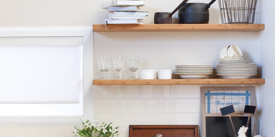 Floating kitchen shelf