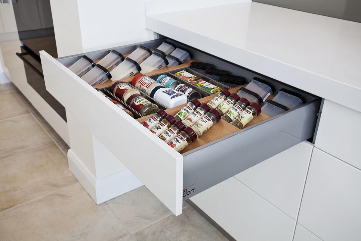 declutter Spice rack
