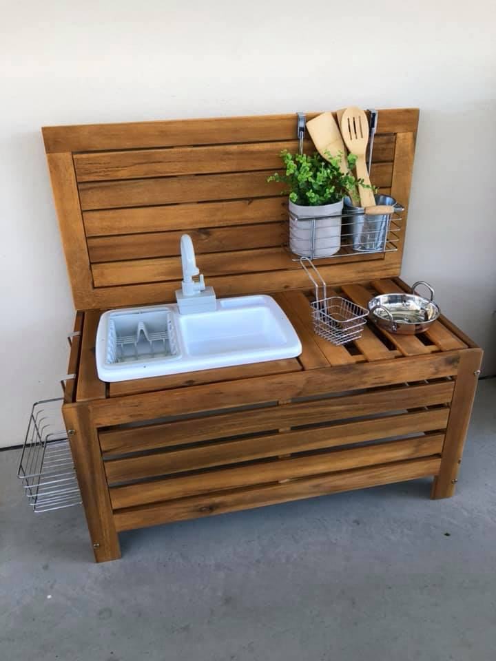 Mud kitchen by Nicole