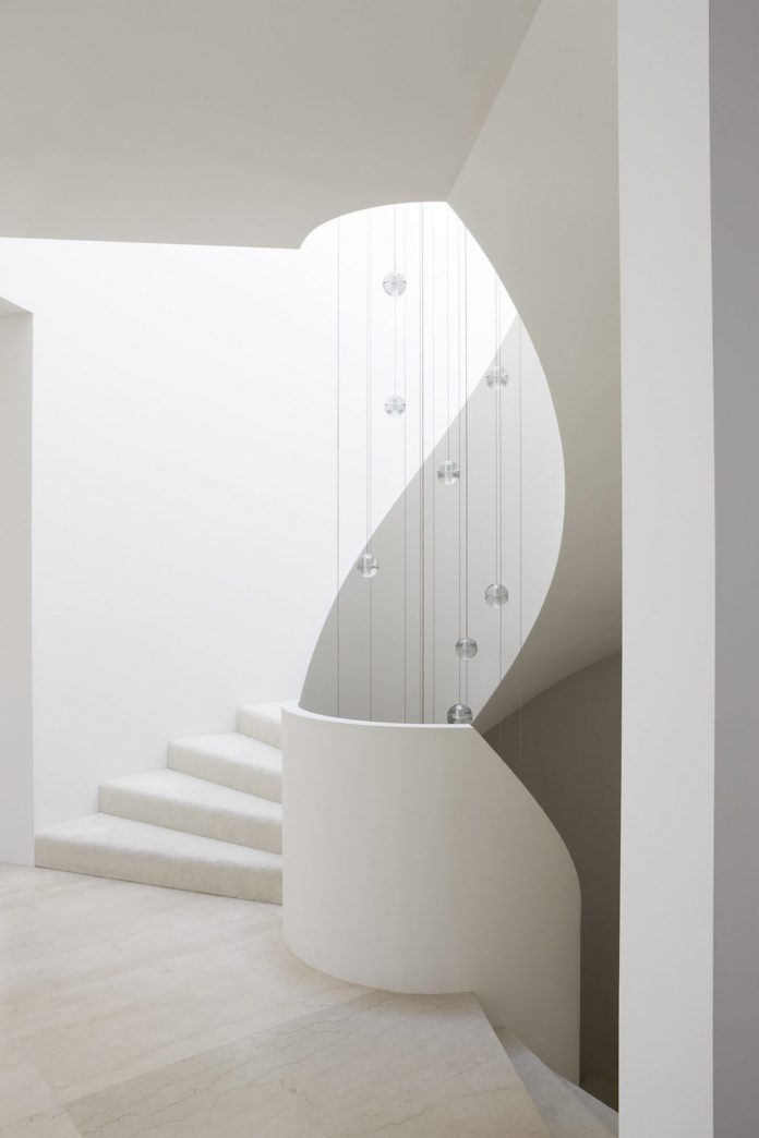 Compact white ribbon staircase