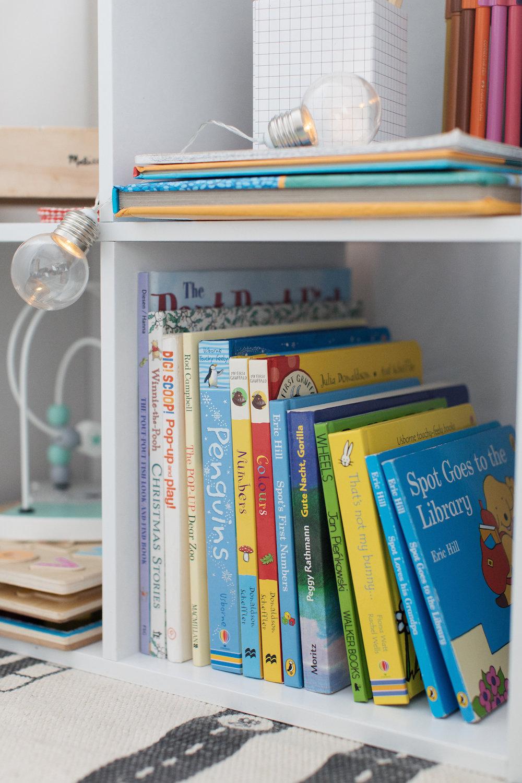 4 Cube Bookshelf 3