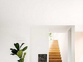 Timber stairs to concrete flooring