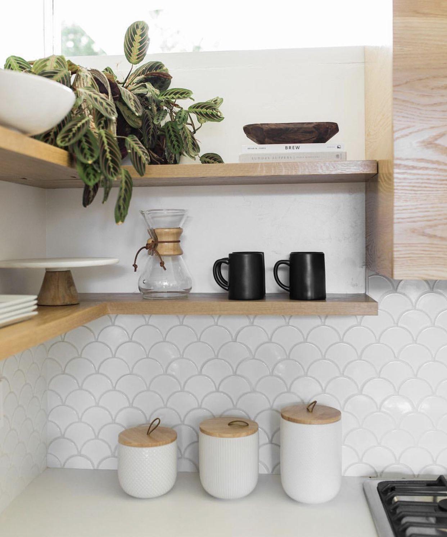 Fishscale kitchen splashback tile