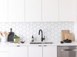 Hexagon kitchen splashback