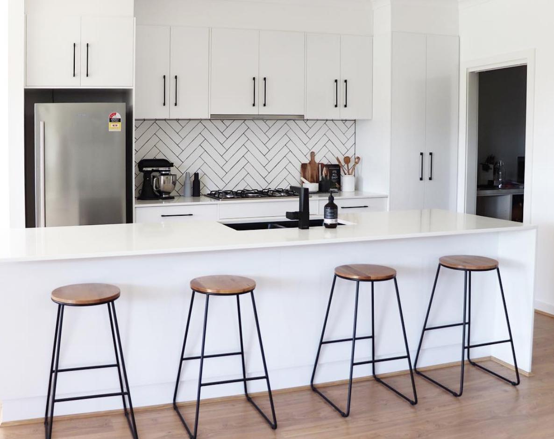11 types of white kitchen splashback tiles: Best white ...