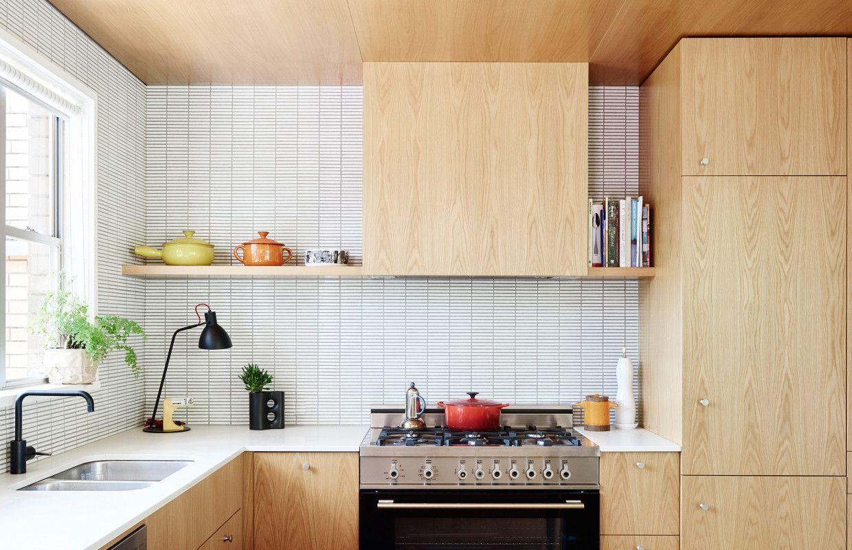 11 types of white kitchen splashback tiles add interest. Black Bedroom Furniture Sets. Home Design Ideas