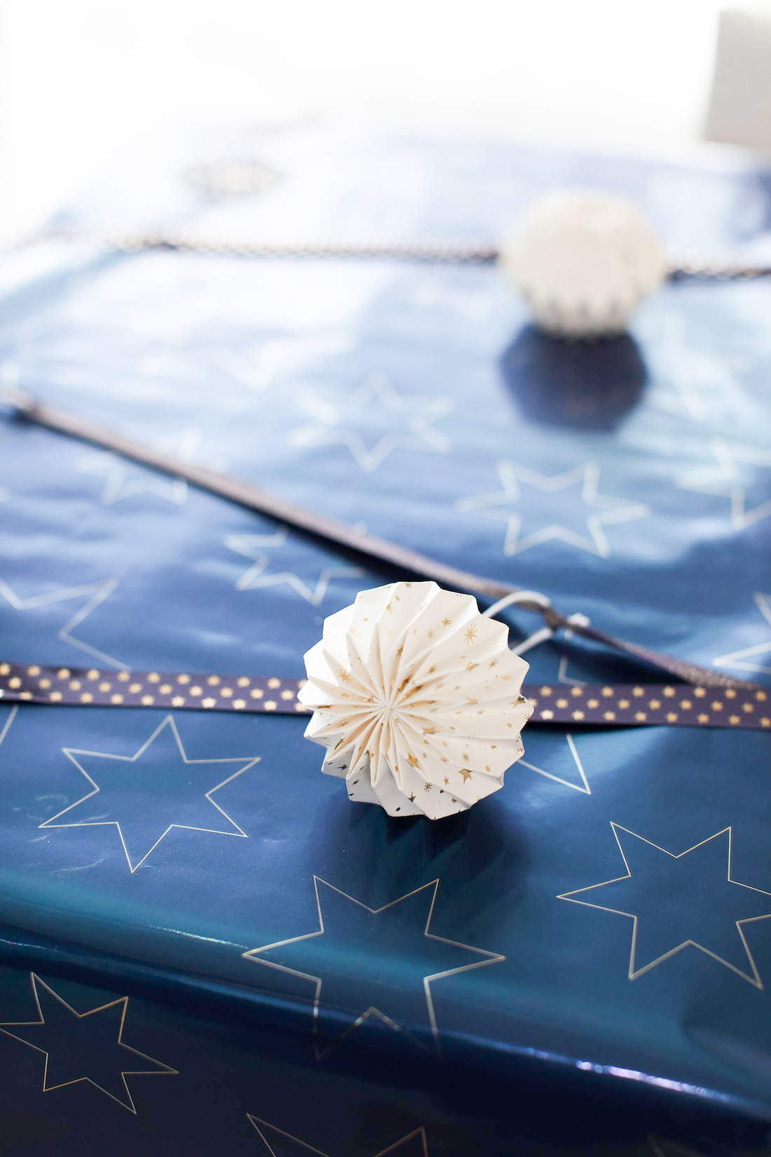 Paper ornaments how to wrap a present