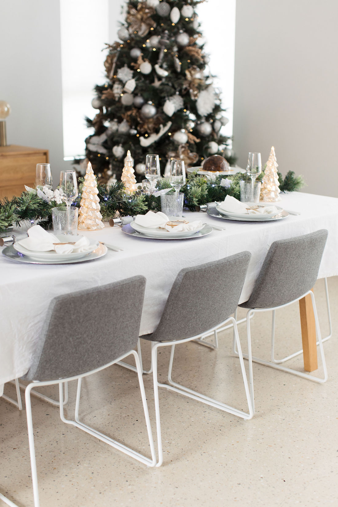 Big W table and tree