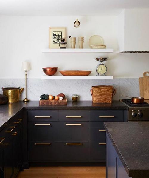 Marble splashback and Black kitchens