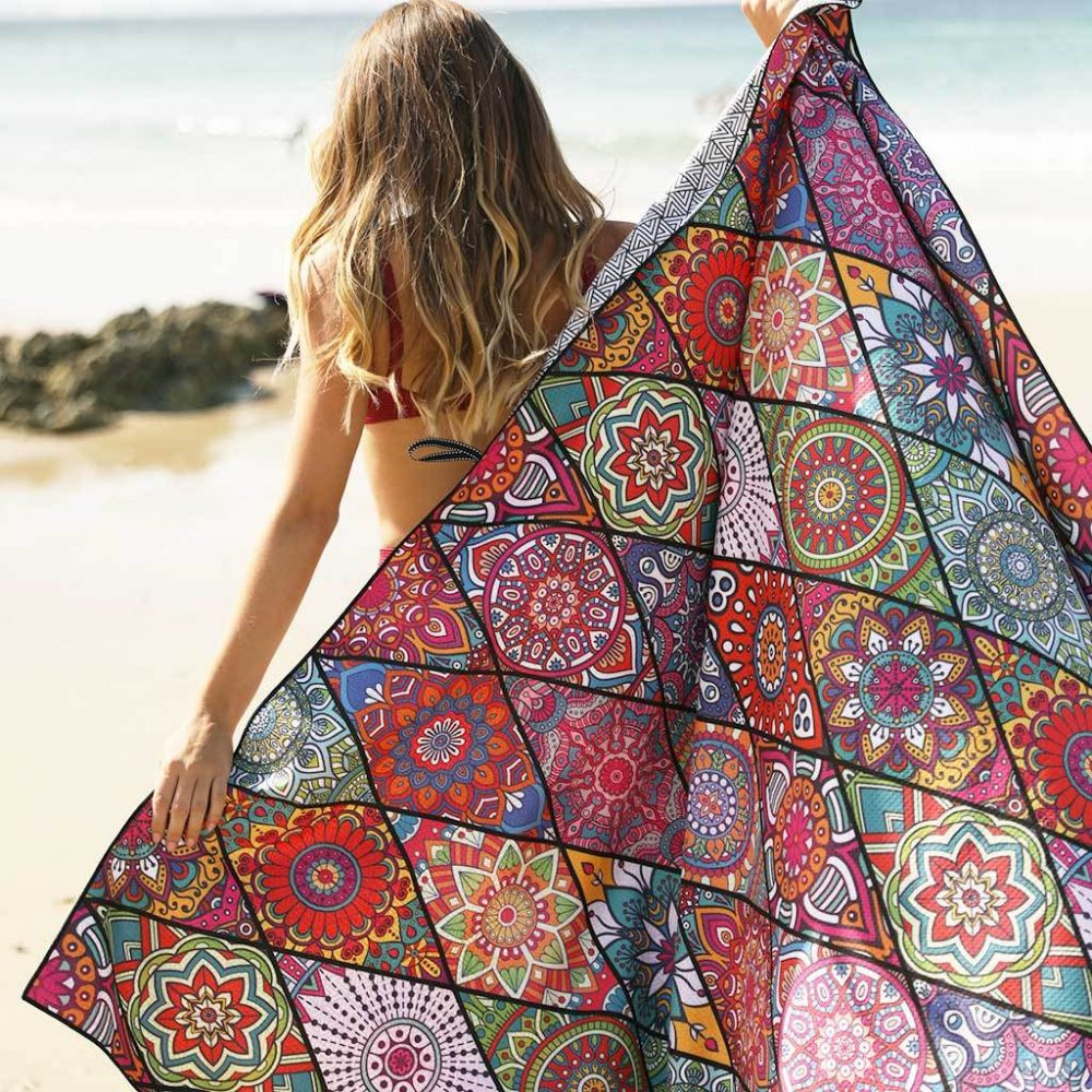 Tesalate sand-free towel_model beach