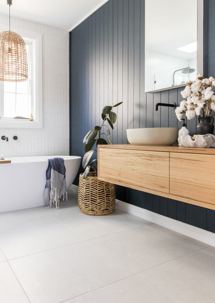 Coastal luxe bathroom panelling walls