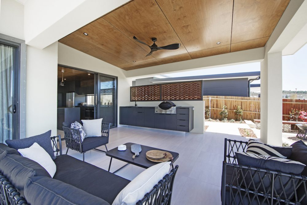 Outdoor kitchen_Blackett Homes design indoor outdoor living