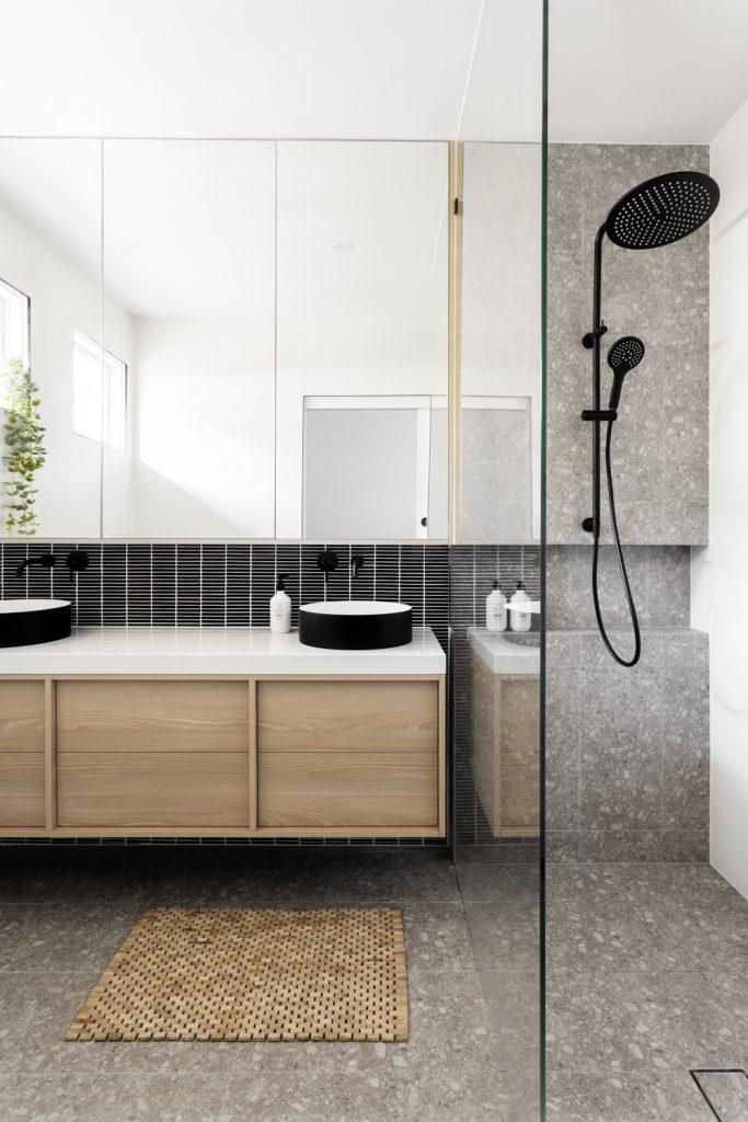 Ensuite bathroom mixed tiling by GIA GIA Bathrooms & Kitchens