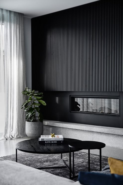 Black joinery and fireplace_Biasol