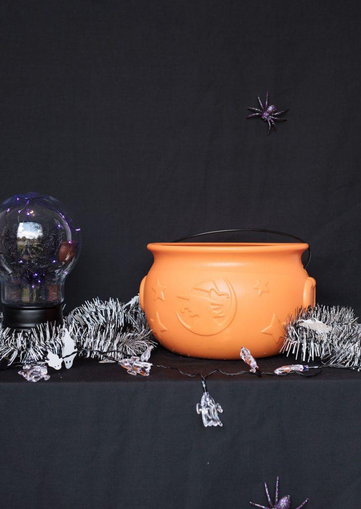 Lolly cauldron