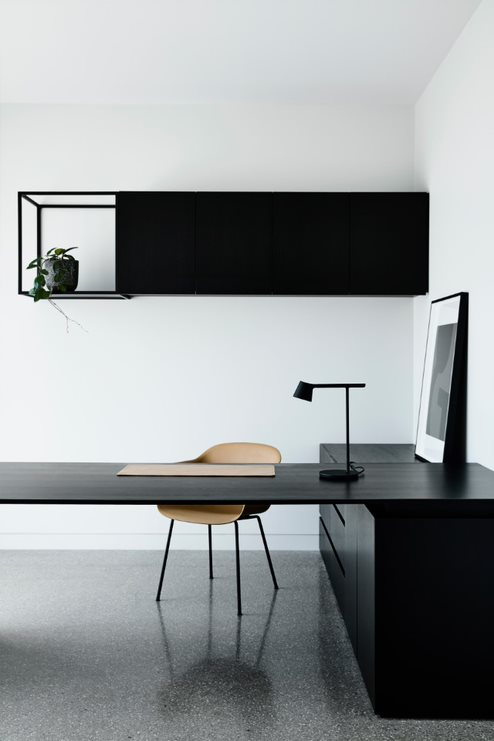 Minimalist styling of home office_Biasol