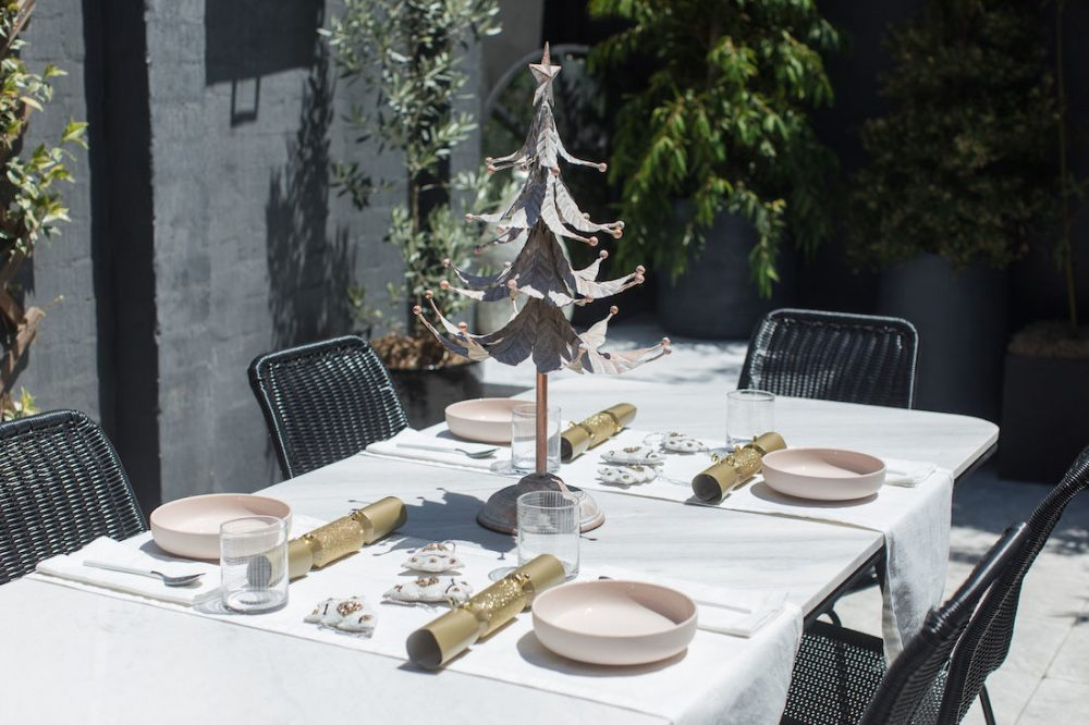 Christmas table styling_hero element