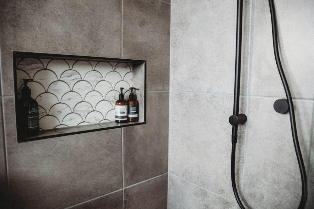 House of White_shower shelf