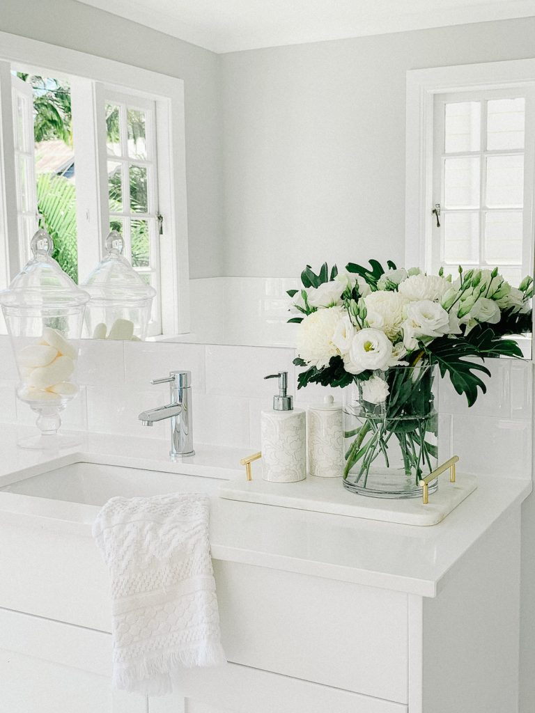 Hamptons home_bathroom