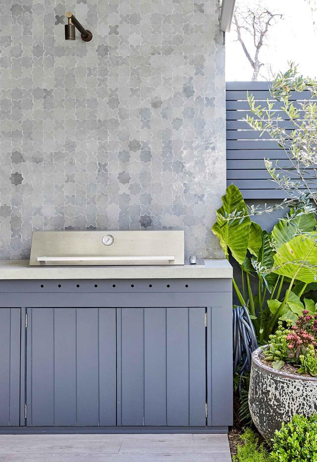 Tile splash back in outdoor kitchen