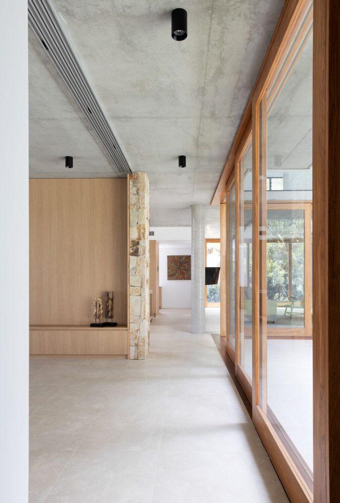 DivineAmaroo_hallway