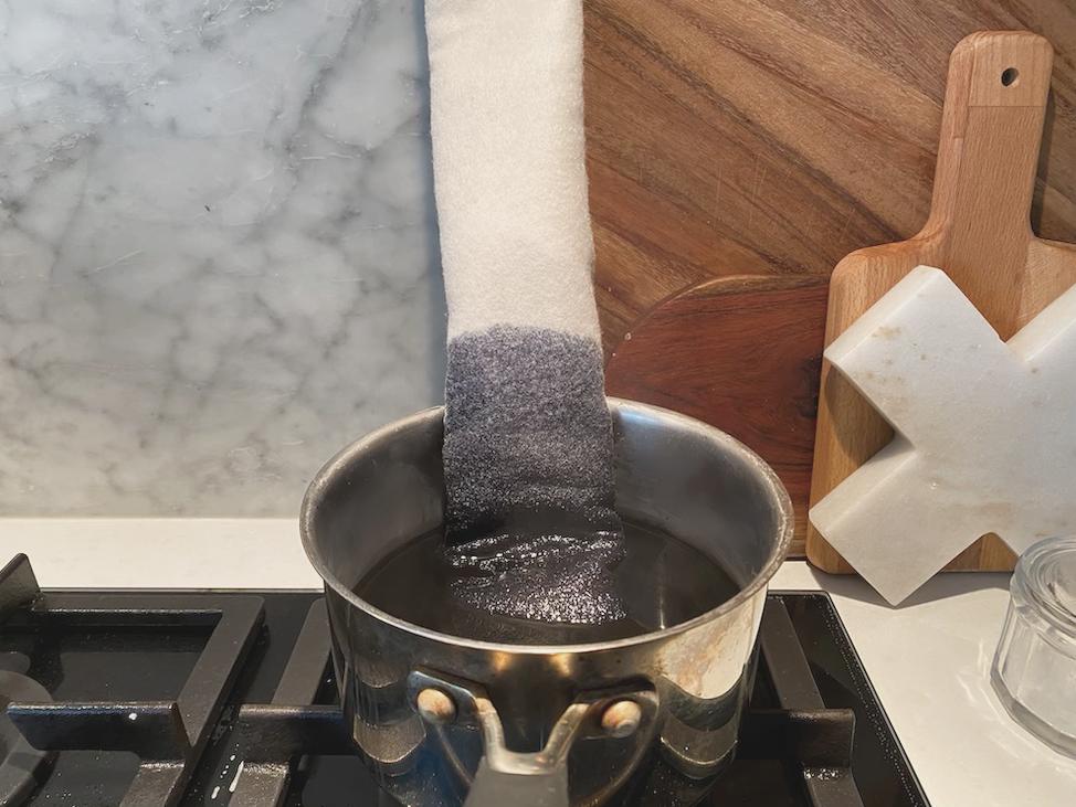 Dye felt in pot