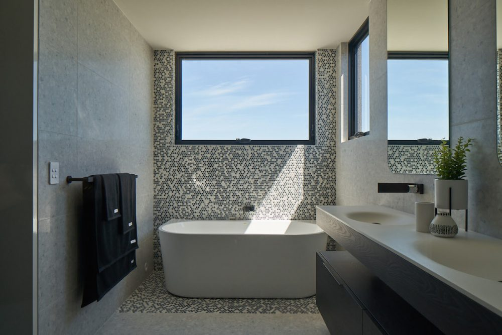 Freestanding bath with feature tile wall