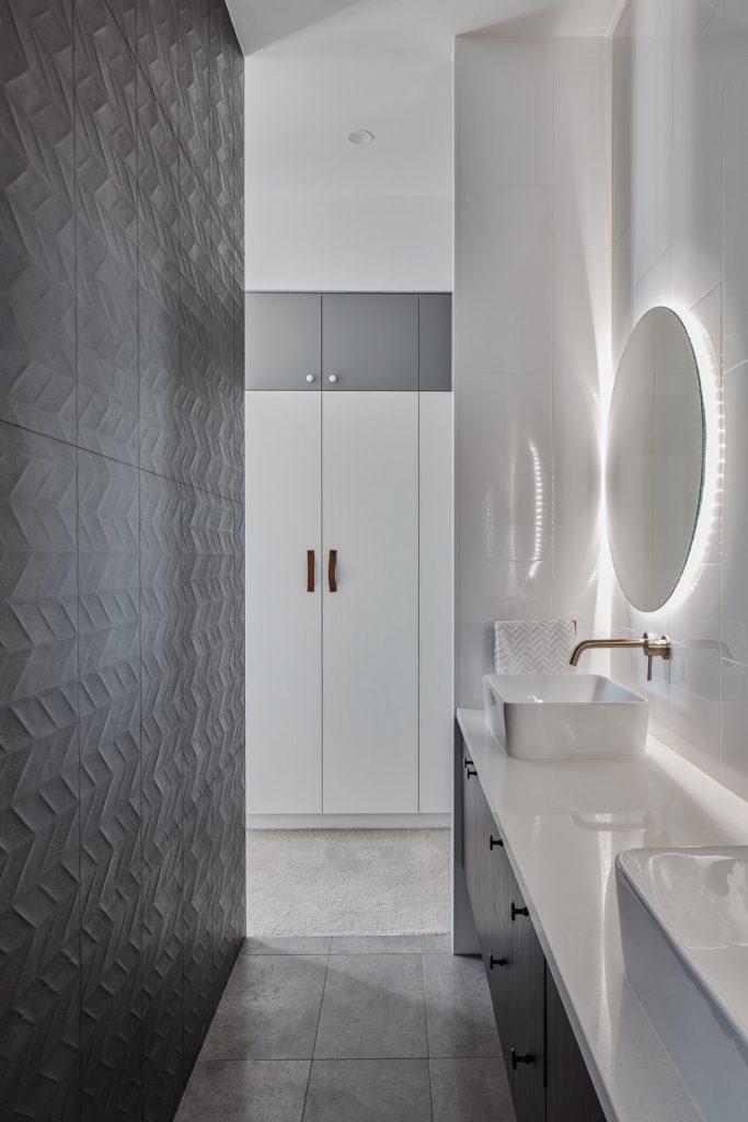 Modern ensuite bathroom