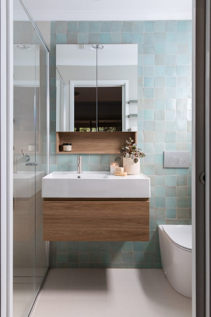 Vanity with solid ceramic top Style Curator bathroom planning