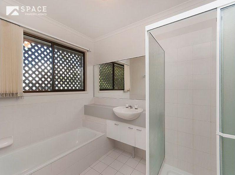 Zou Build_Bardon renovation_before_second bathroom