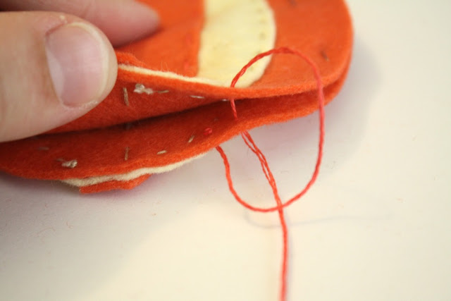 Stitching balloon for felt garland