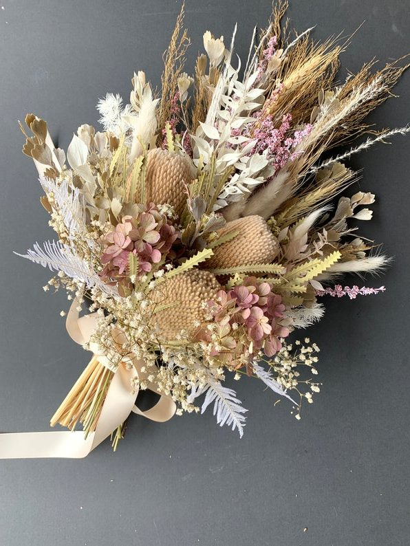 Dried floral arrangement by Vintage lovers by Julie