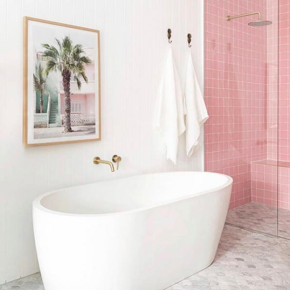 Bilinga Beach Abode_pink bathroom bath